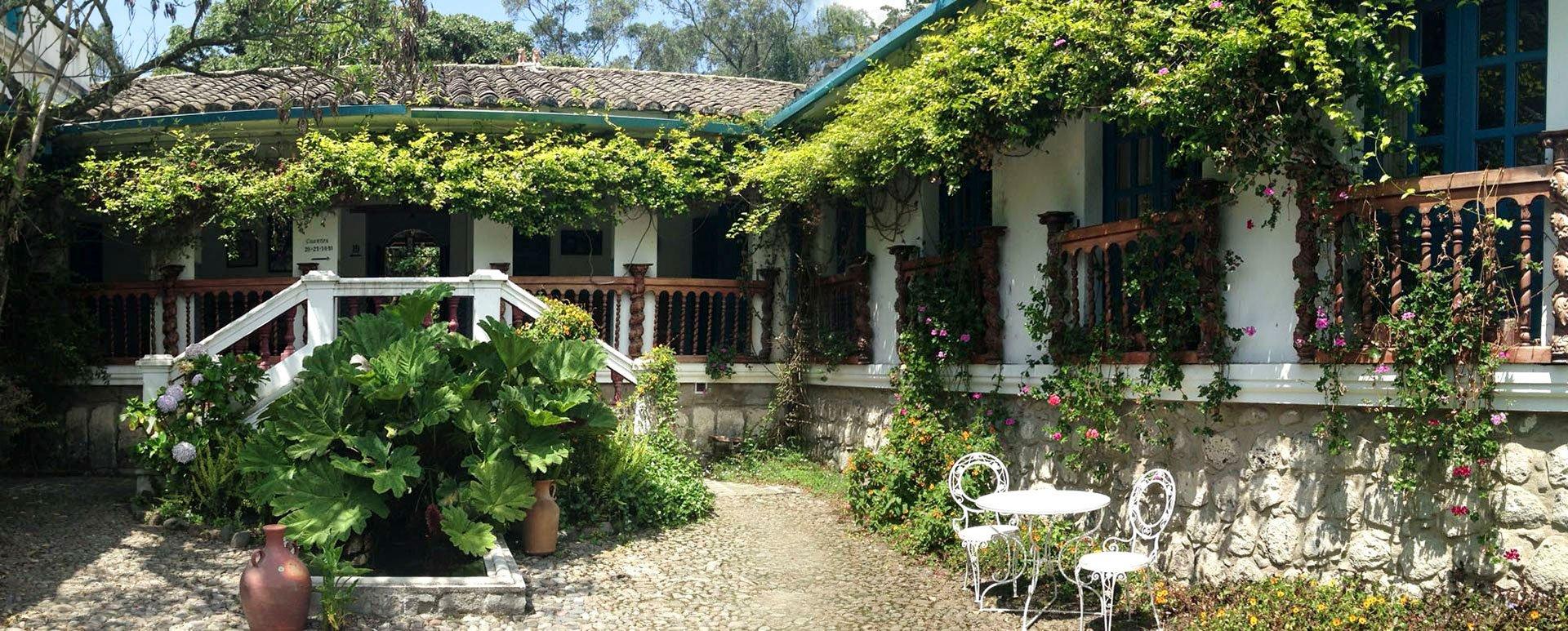 Hacienda Cusin Patio