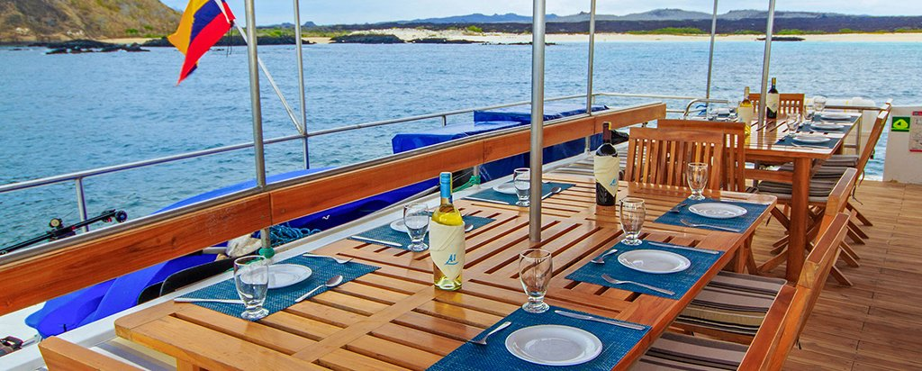 Galapagos Cruise Archipel I Catamaran Fresco Dining
