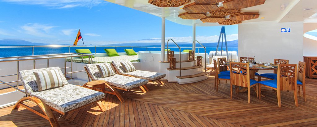 Galapagos Cruise Elite Catamaran Hot Tub