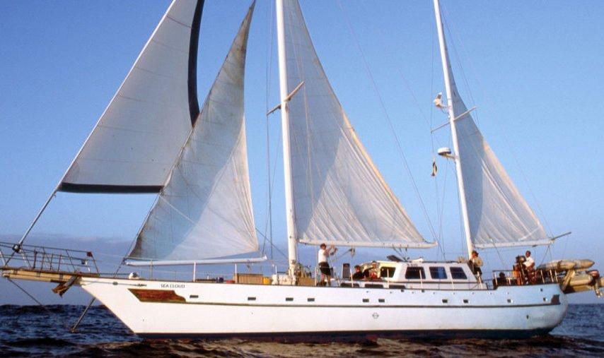 SY Nautilus Dive Tour exterior
